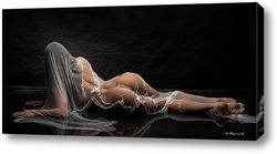 Девушка в мокрой ткани